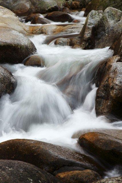 Agua y granito en el Jerte