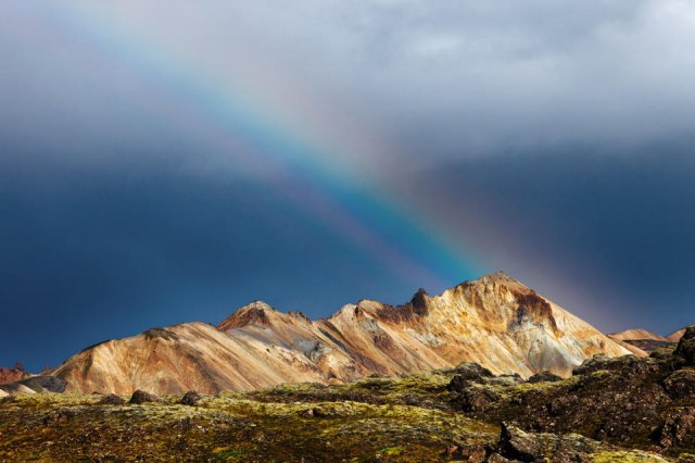 Arcoíris en las montañas de Landmannalaugar, Islandia