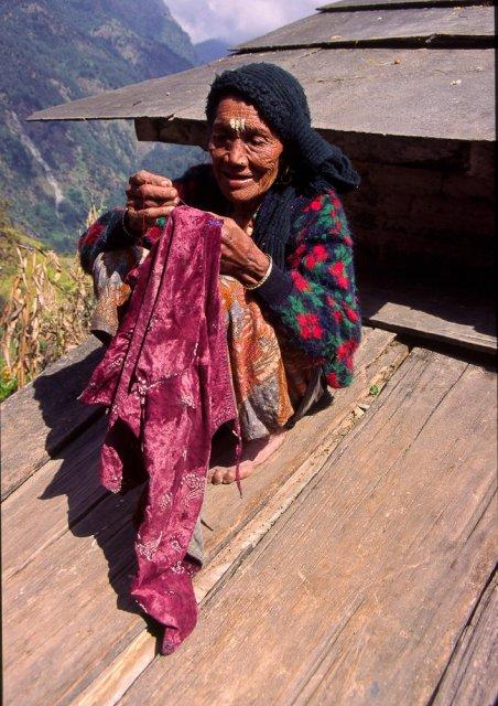 Cosiendo, Nepal