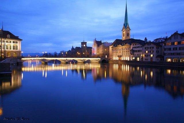 La hora azul sobre Zurich