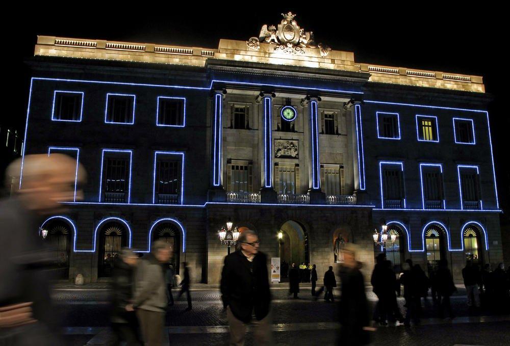 """""""Ayuntamiento con fantasmas"""" (Salvador Solé Soriano)"""