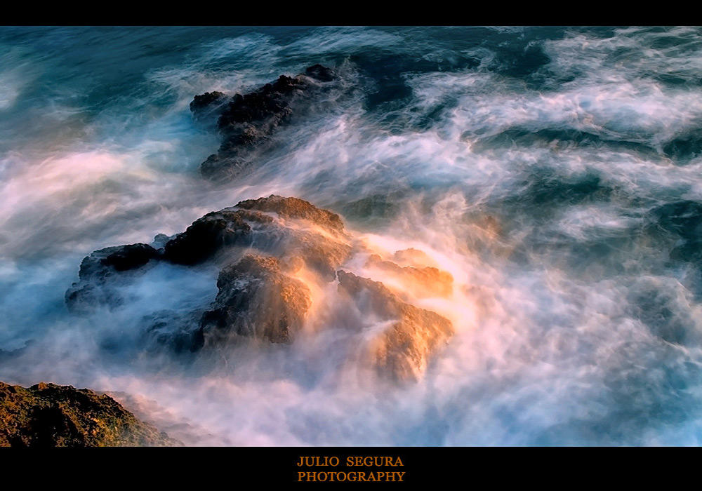 Entre  luces  y  sombras   (Julio Segura  Carmona)