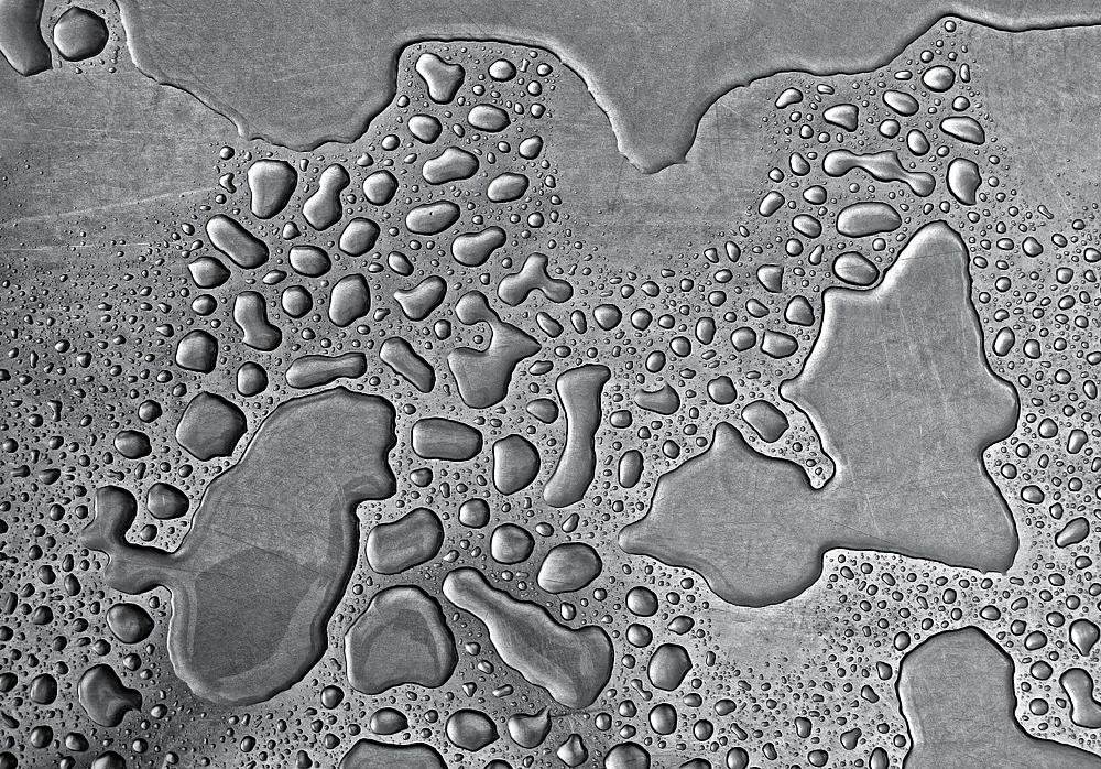 Agua de lluvia sobre acero (Salvador Solé Soriano)