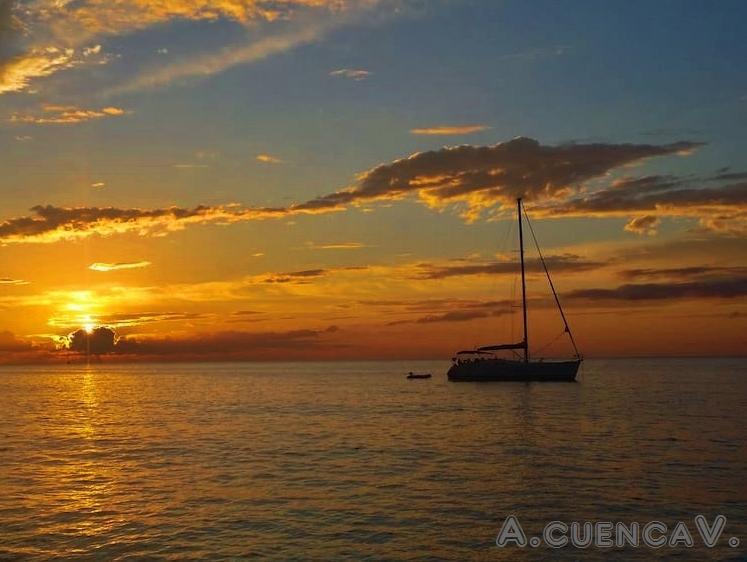 atardecer en el mar. (Antonio Cuenca.   vaya)