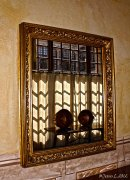 Bodegón con ventana en el espejo