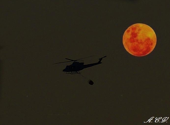 bombero nocturno. (Antonio Cuenca.   vaya)