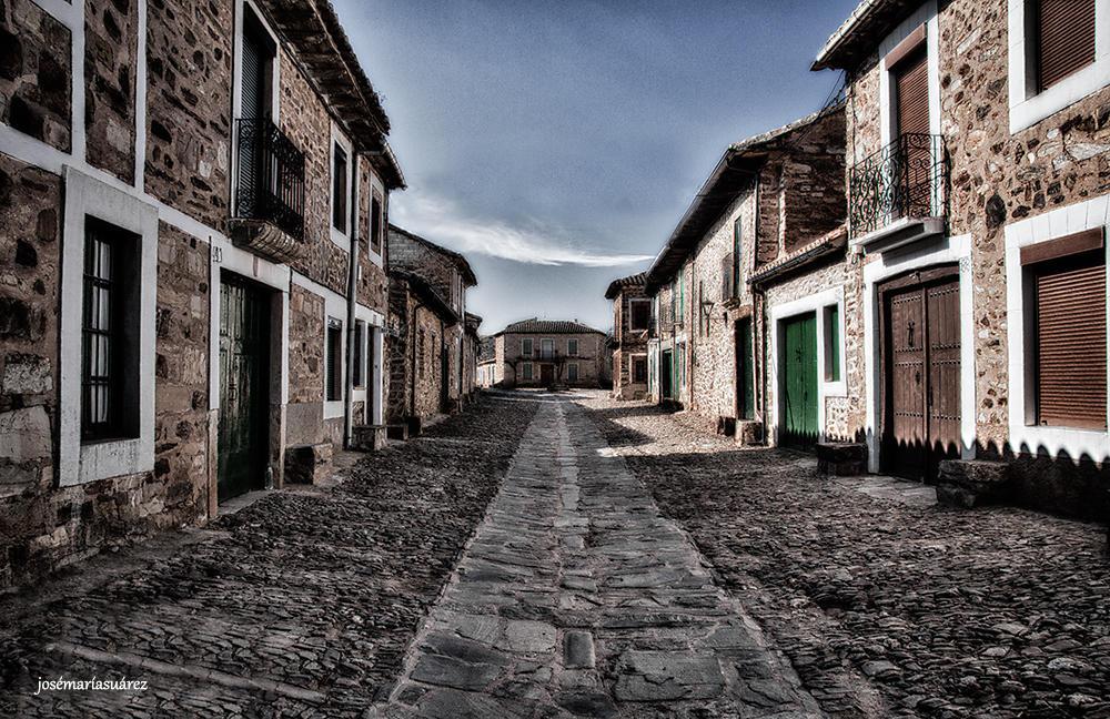 Calle solitaria (José-María Suárez Domingo)