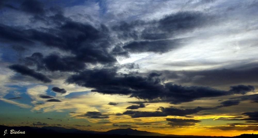 Cielo de otoño (José Biedma López)