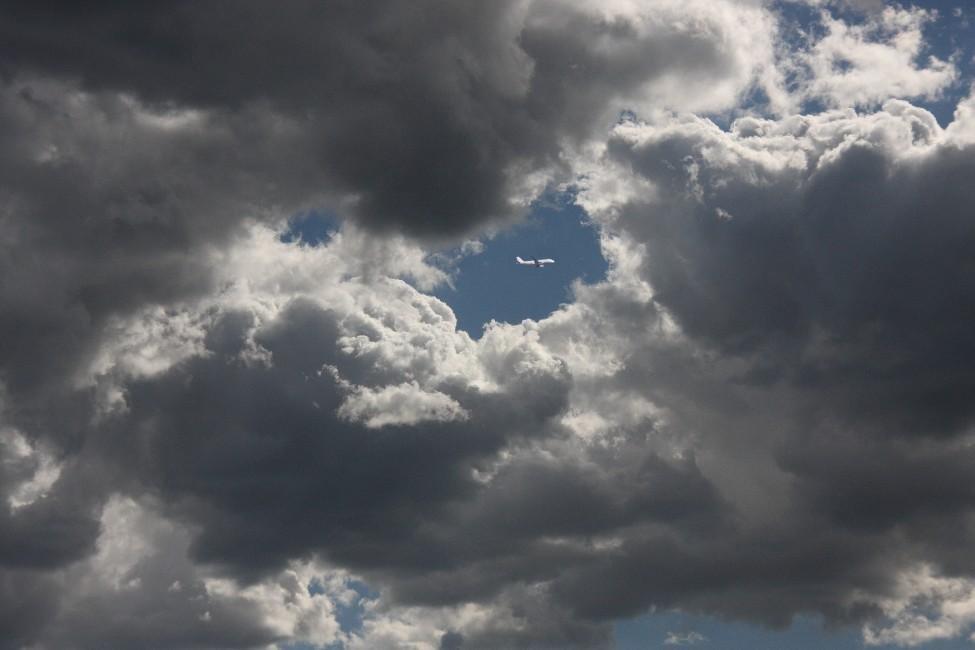 claro de nubes (Antonio Cuenca.   vaya)