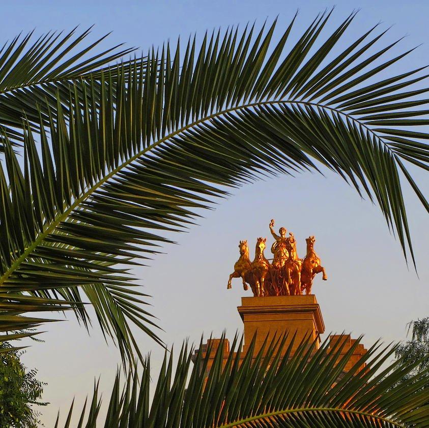 Cuadriga y hojas de palmera (Salvador Solé Soriano)