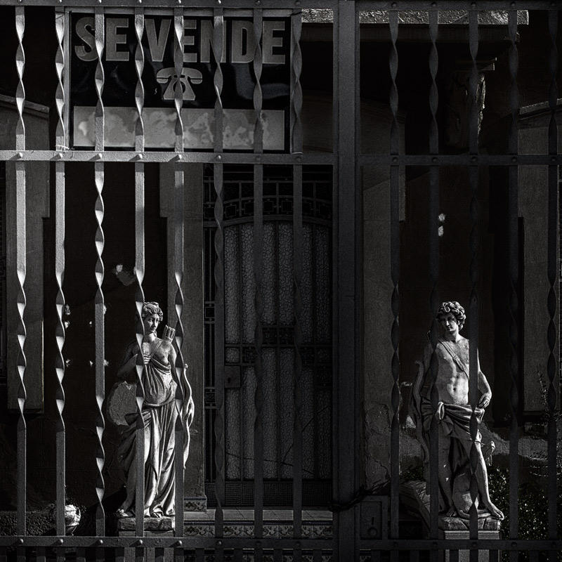 dos estatuas en crisis (Jose Luis Rubio Perez)