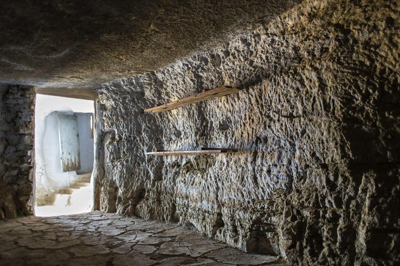 estantes en la cueva (Jose Luis Rubio Perez)