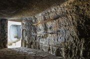 estantes en la cueva
