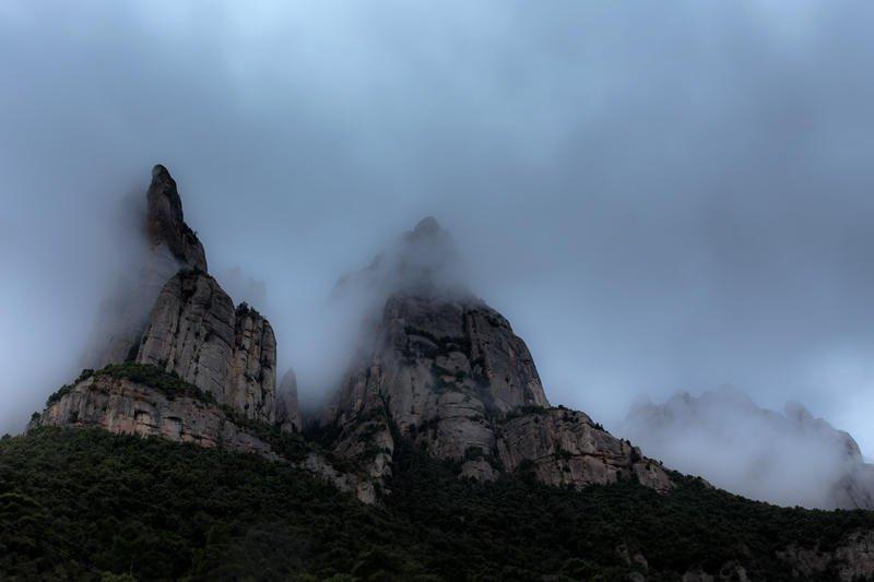 gigantes en la niebla (Jose Luis Rubio Perez)