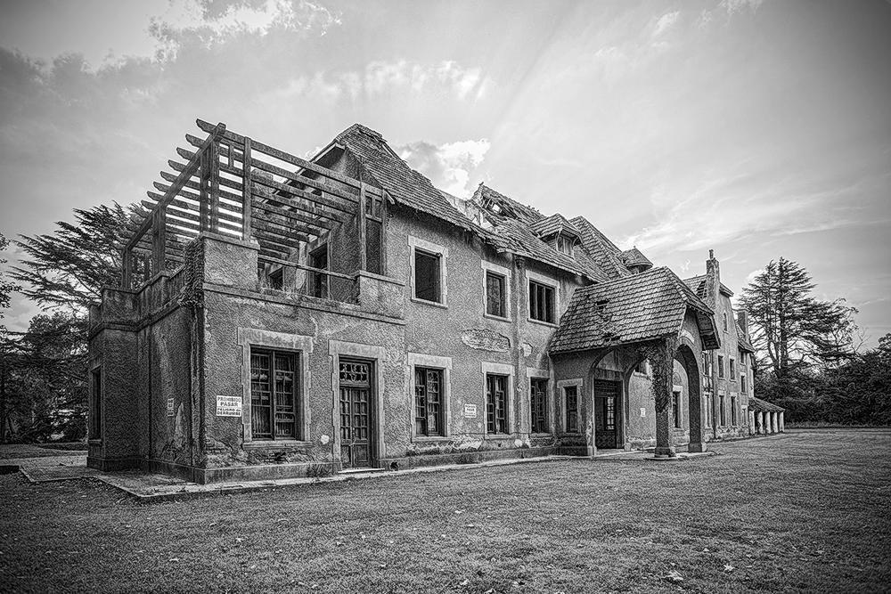La mansión abandonada I (Luis Felipe García Bergara)