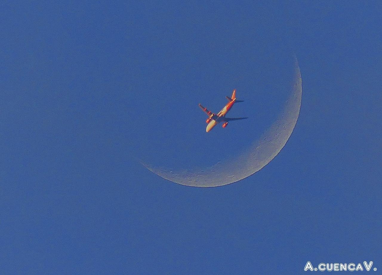 luna, como siempre. (Antonio Cuenca.   vaya)