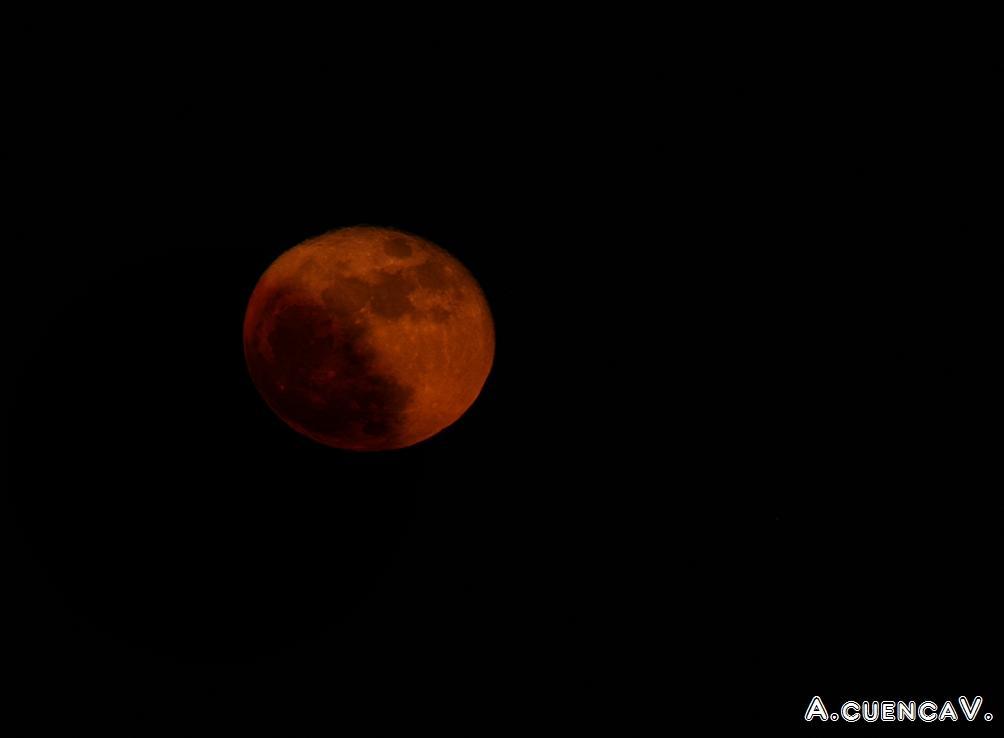 luna de sangre. (Antonio Cuenca.   vaya)