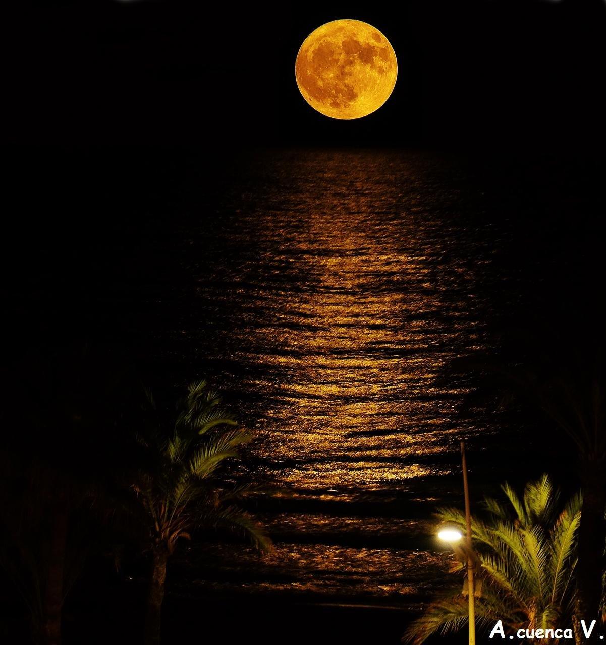 luna sobre el mar (Antonio Cuenca.   vaya)