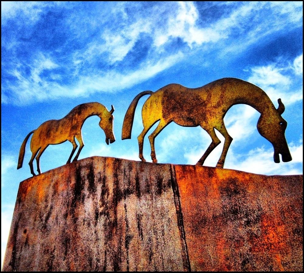 Metal horse (leugim figueroa)