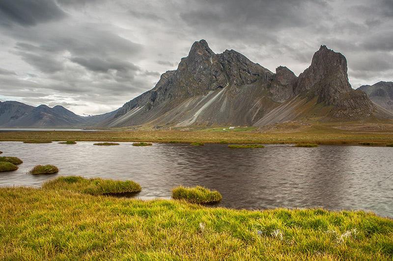 Montañas junto a la costa. Islandia 117 (david Pérez Hens)