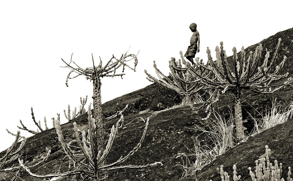 Niño en el peñón de Karenga (Salvador Solé Soriano)