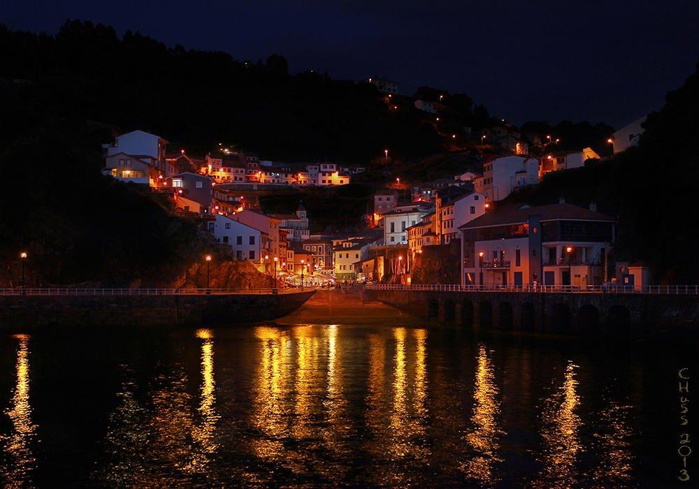 Nocturna en el Puerto de Cudillero (Asturias) (María Jesús López B.)
