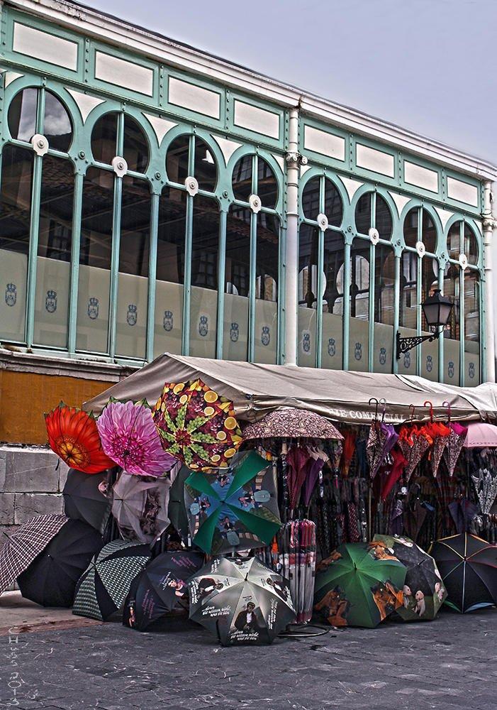 Puesto de paraguas... (María Jesús López B.)