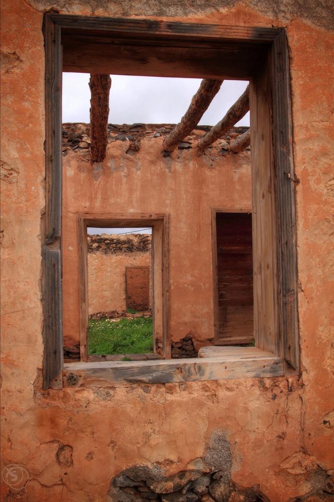 Perspectivas en ruinas.  (chedey santana)
