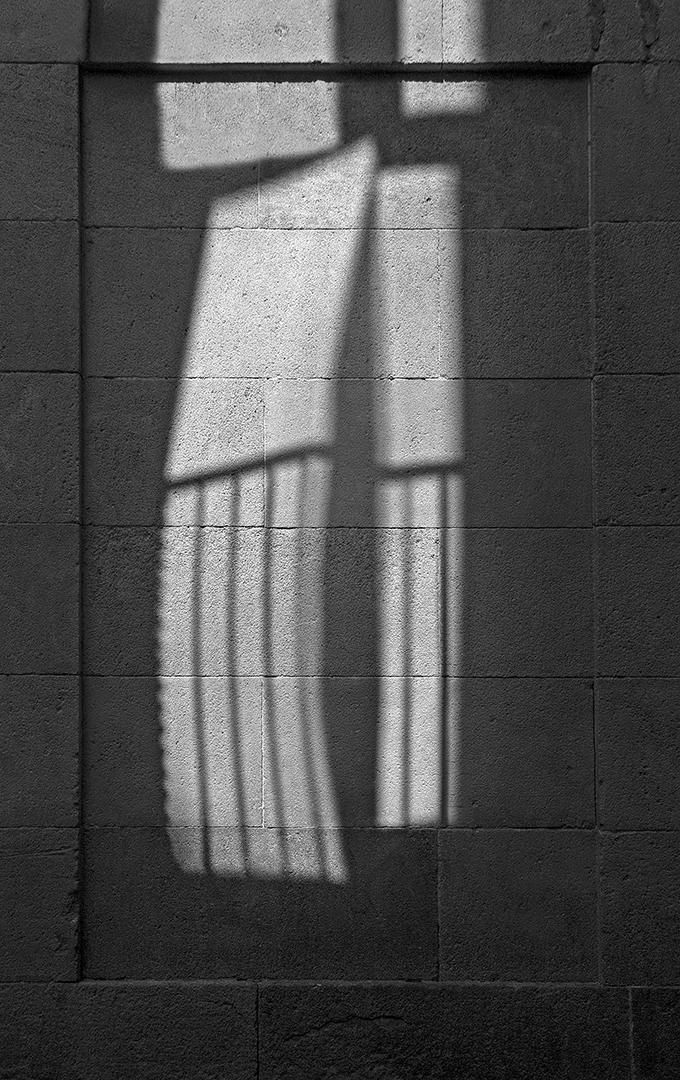 Sombra de balcón en reflejo (Salvador Solé Soriano)