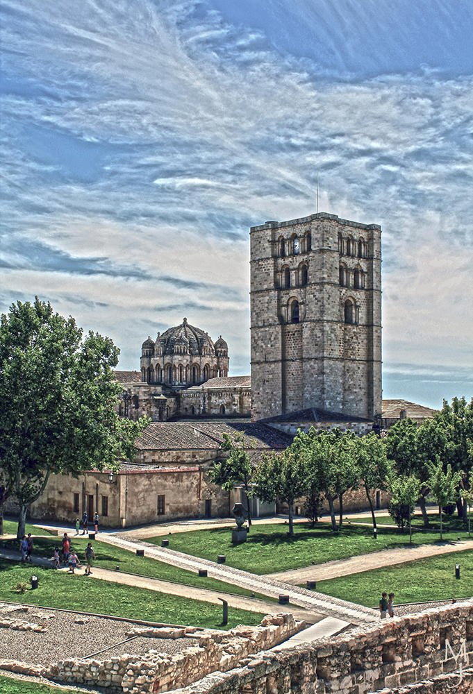 Torre y cúpula (María Jesús López B.)