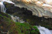 Túnel de hielo en el arroyo del Peñón Negro ( Sierra Nevada)
