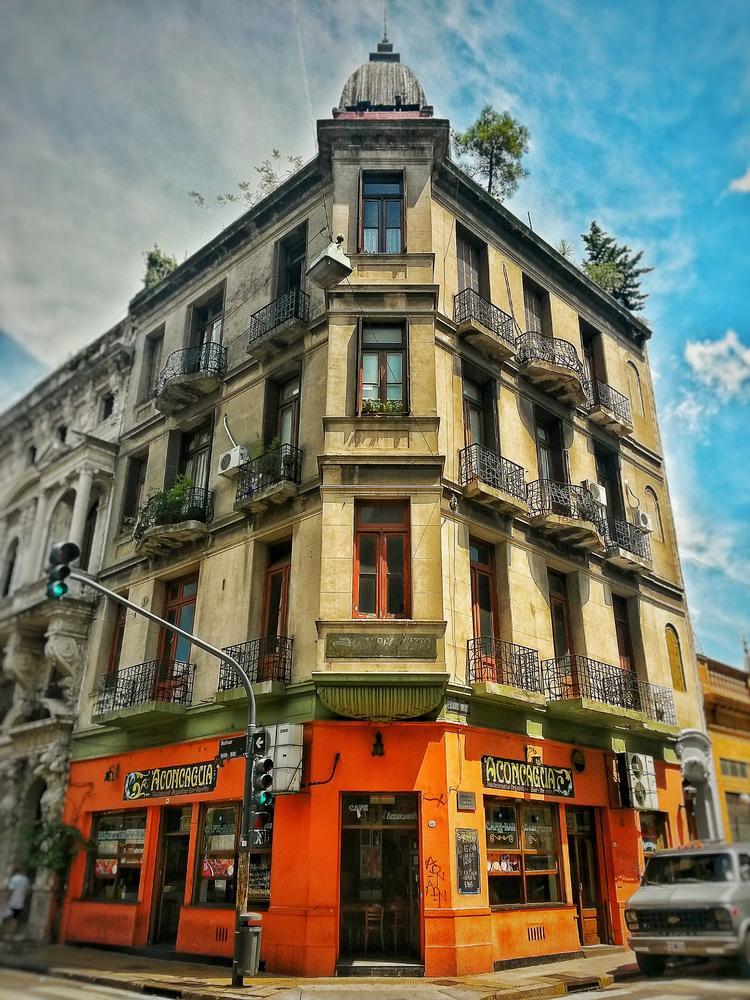 Viejo Edificio (Javier Tabares)